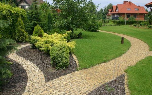 Pielęgnacja trawnika od wiosny do jesieni