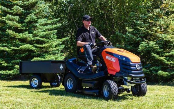 Traktorek ogrodowy: jaki kupić? Najszybsze koszenie trawników
